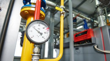 Building pipework with pressure gauge